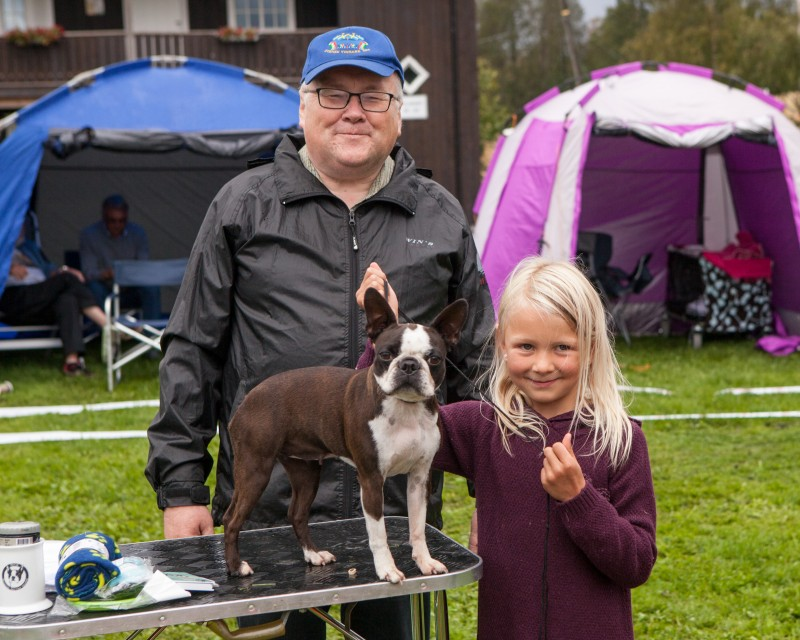 Barn og Hund : Martine Haave Dybvig og Bogerudmyra's Åsta